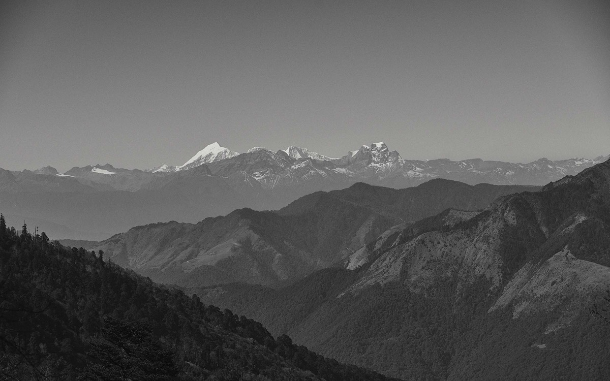 Wideness and mountain ranges alternate: the mountains of the Himalaya.